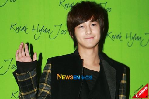 Kim Bum at Kwak Hyun Joo Fashion Show 201010271643571001_1