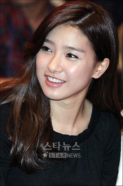Kim So Eun supports the 2010 G20 Seoul Summit 3eb47c6345296c290d33fa70