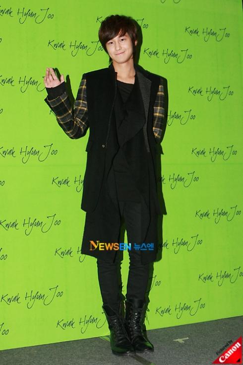 Kim Bum at Kwak Hyun Joo Fashion Show Ae1001e9e49ba776b80e2d801