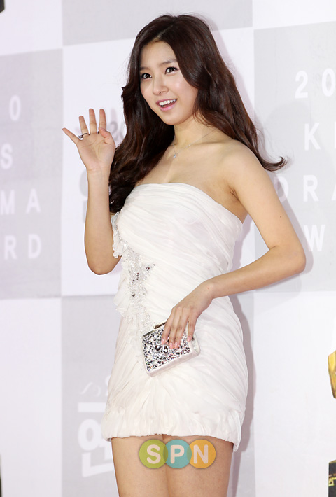 Kim So Eun attended the KBS Drama Awards for 2010 on Dec. 31st. 318824fa9c43a351a9d311b0