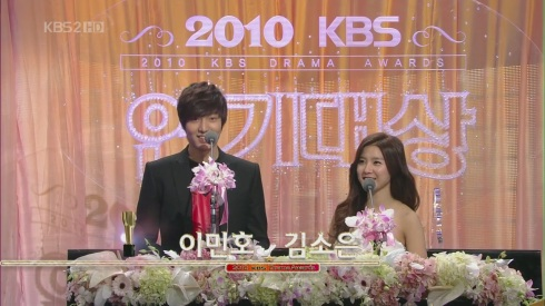 Kim So Eun attended the KBS Drama Awards for 2010 on Dec. 31st. 33a4fcc4d20d48e68326ac31