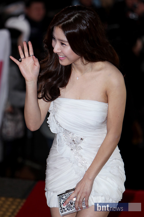 Kim So Eun attended the KBS Drama Awards for 2010 on Dec. 31st. 4f6b0785de095dd0db0968fa4daaea31