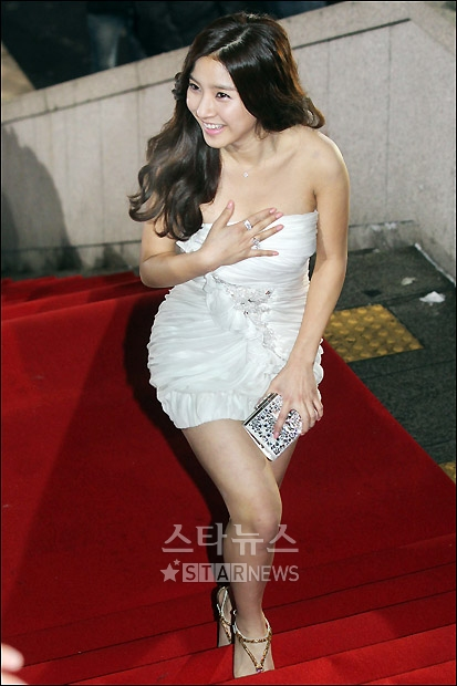 Kim So Eun attended the KBS Drama Awards for 2010 on Dec. 31st. Tn_1293804003_940467183_0
