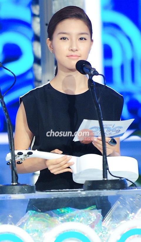 Kim So Eun at Mnet 20′s Choice 5de9414ebcee3868b2de05b1